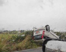 Incidente in via Pratica di Mare, auto si ribalta FOTO