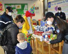 Solidarietà per le festività pasquali: la Polizia di Stato e la Nestlè dona dolcetti e peluche ai bambini ricoverati negli ospedali.