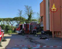 Drammatico incendio a Borgo Grappa: una donna di 62 anni, non autosufficiente, muore tra le fiamme; un vicino resta intossicato.