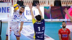 Pallavolo di Superlega, play-off 5° posto: la Top Volley Cisterna cede con Modena all'ultimo respiro.