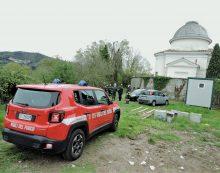 """Tronco umano ritrovato alle spalle del cimitero di Genzano, il sindaco: """"Increduli, atto da condannare"""""""