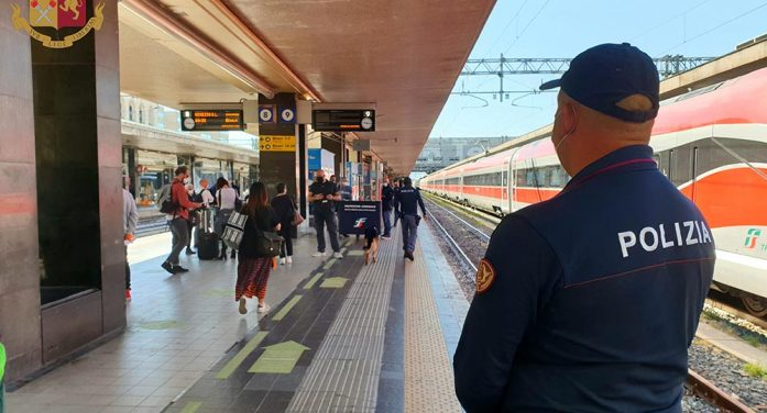Aggrediscono un uomo sul treno, alla stazione di Nettuno, e gli portano via il monopattino: la Polizia Ferroviaria arresta due minori.