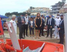 Servizio spiaggia per le persone con disabilità: la Ministra Erika Stefani in visita ad Anzio.